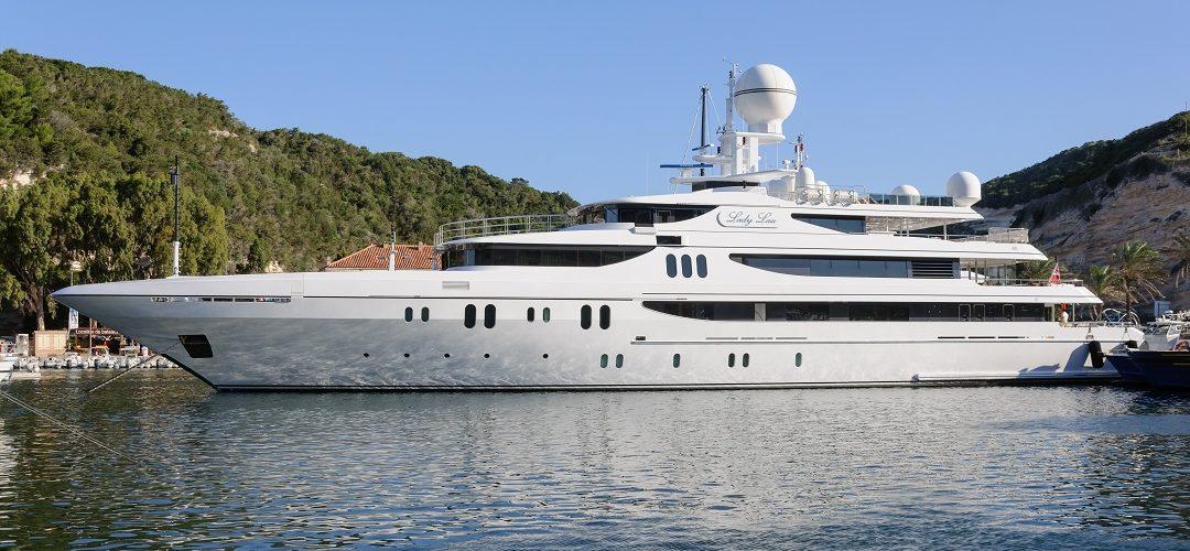 Le super-yacht Lady Lau (IMO 1010674) au port de Bonifacio, Corse-du-Sud, France